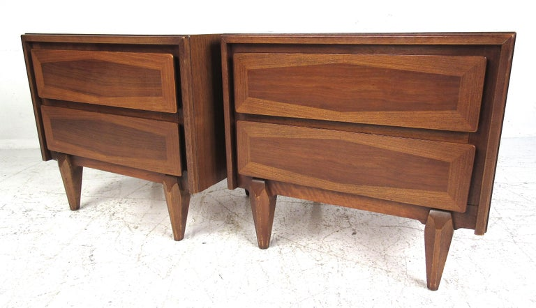 Midcentury American of Martinsville Dresser and Nightstands For Sale 4