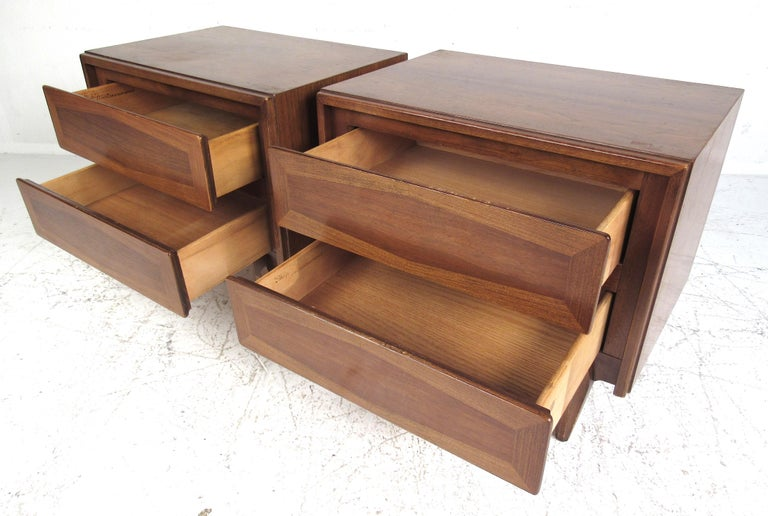 Midcentury American of Martinsville Dresser and Nightstands For Sale 5