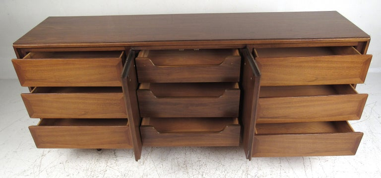 Mid-Century Modern Midcentury American of Martinsville Dresser and Nightstands For Sale