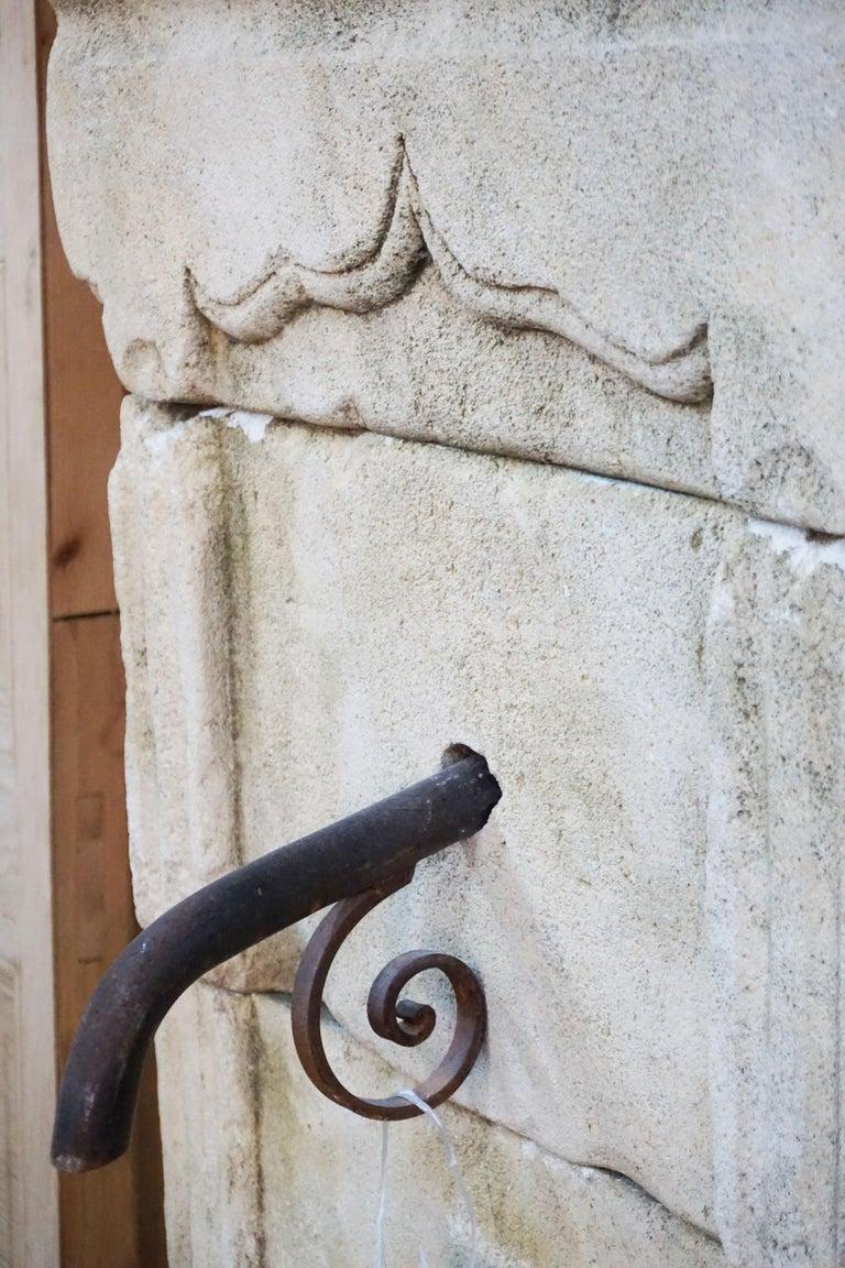 Mid Century Antique Limestone Wall Fountain In Good Condition For Sale In Dallas, TX