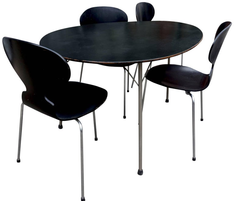 For your consideration is this wonderful kitchen table or dining room set. The Egg table is visual genius with such a relatable / recognizable organic form. Perfectly paired with four-three legged Ant chairs. This grouping was originally purchased