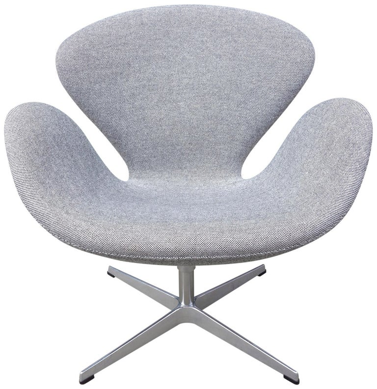 Midcentury Arne Jacobsen Swan Chair for Fritz Hansen For Sale