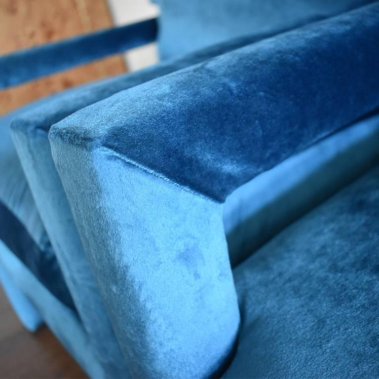 Midcentury Blue Velvet Milo Baughman Style Parsons Open Arm Club Chairs In Excellent Condition For Sale In Oklahoma City, OK