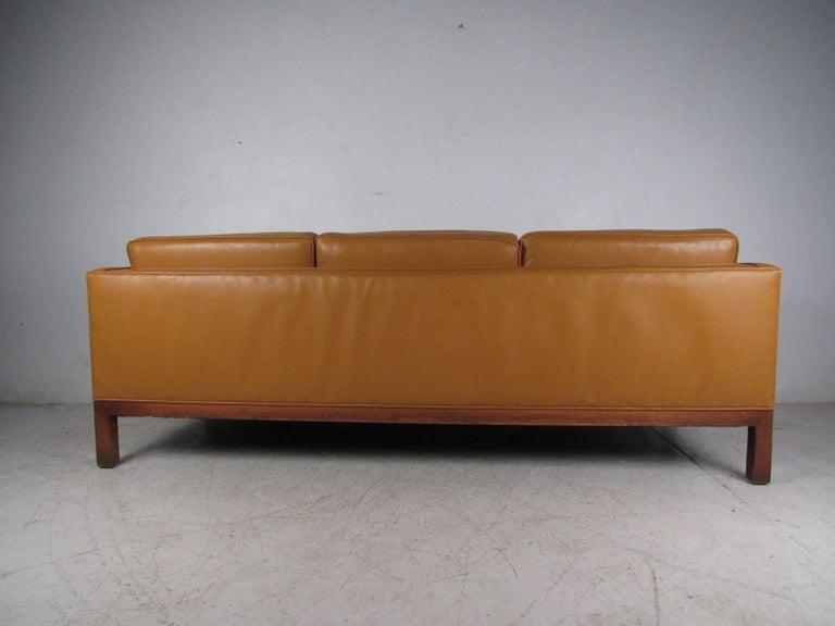 Midcentury Borge Mogensen Style Leather Sofa In Good Condition For Sale In Brooklyn, NY