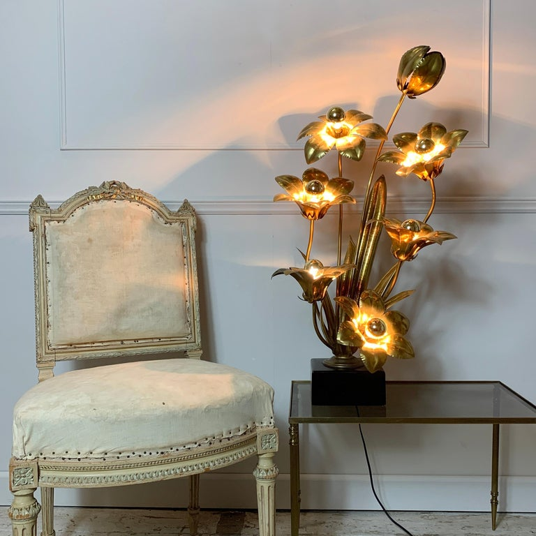 Midcentury Brass Flower Table Lamp, 1970s For Sale 4