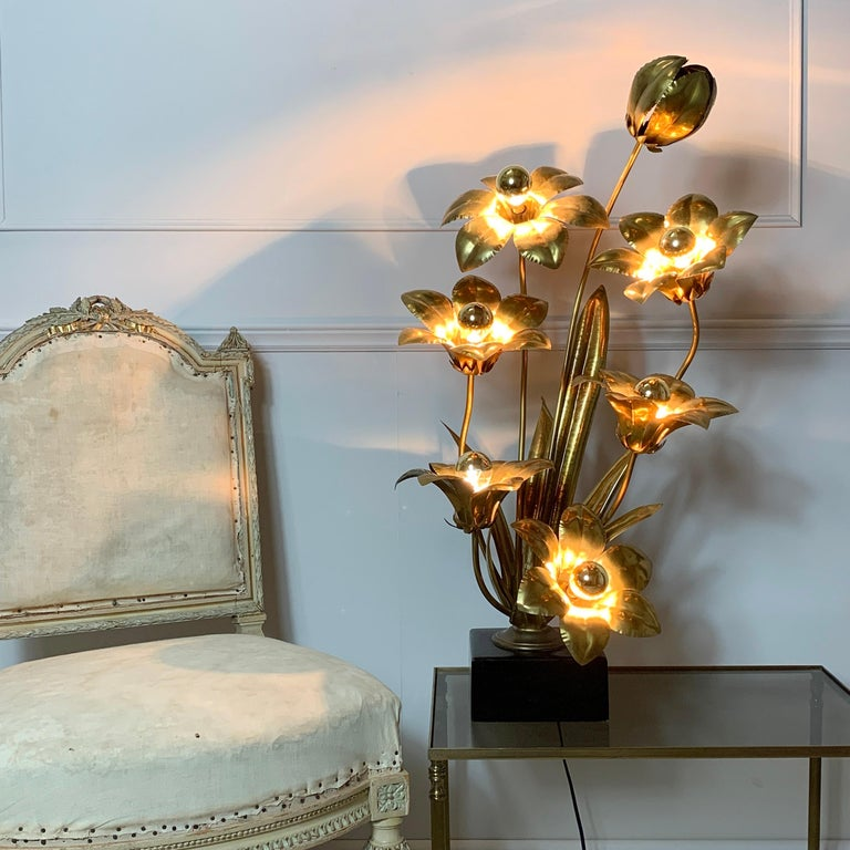 French Midcentury Brass Flower Table Lamp, 1970s For Sale