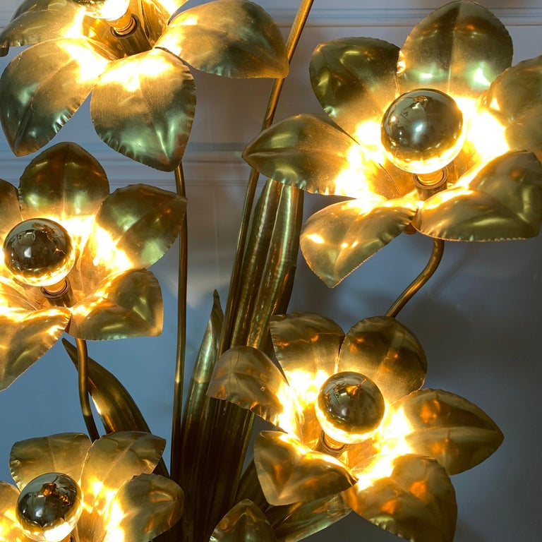 Hand-Crafted Midcentury Brass Flower Table Lamp, 1970s For Sale