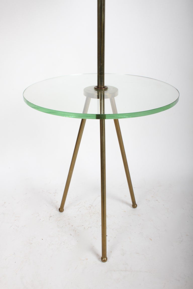 Mid-Century Modern Italian Brass Floor Lamp with Tripod Legs and Glass Shelf For Sale 5