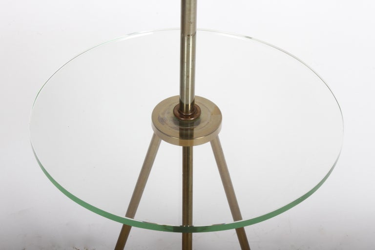 Mid-Century Modern Italian Brass Floor Lamp with Tripod Legs and Glass Shelf For Sale 1