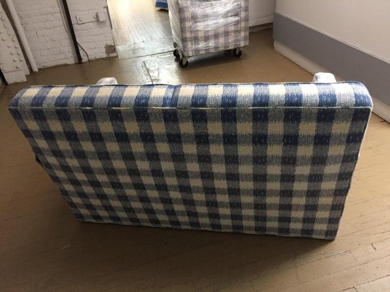 Mid -Century Brunschwig & Fils  Kravet Furniture Loveseat or Sofa In Good Condition For Sale In Chicago, IL