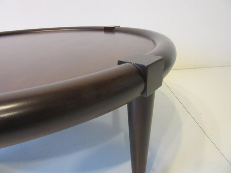 Midcentury Bull Nose Round Coffee Table In Good Condition For Sale In Cincinnati, OH