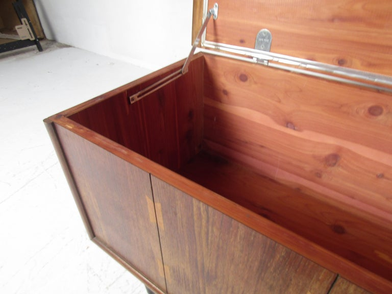 Midcentury Cedar Chest by Lane In Fair Condition For Sale In Brooklyn, NY