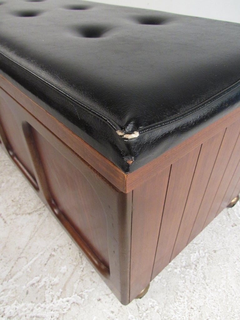 Midcentury Cedar Chest by Lane Furniture Co. For Sale 2
