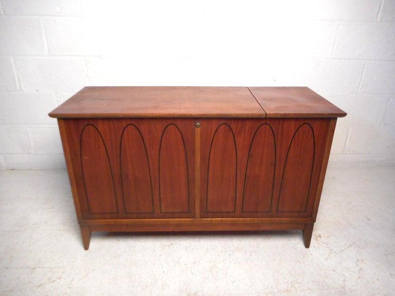 Vintage modern cedar chest by Lane. Sturdy construction, walnut exterior with