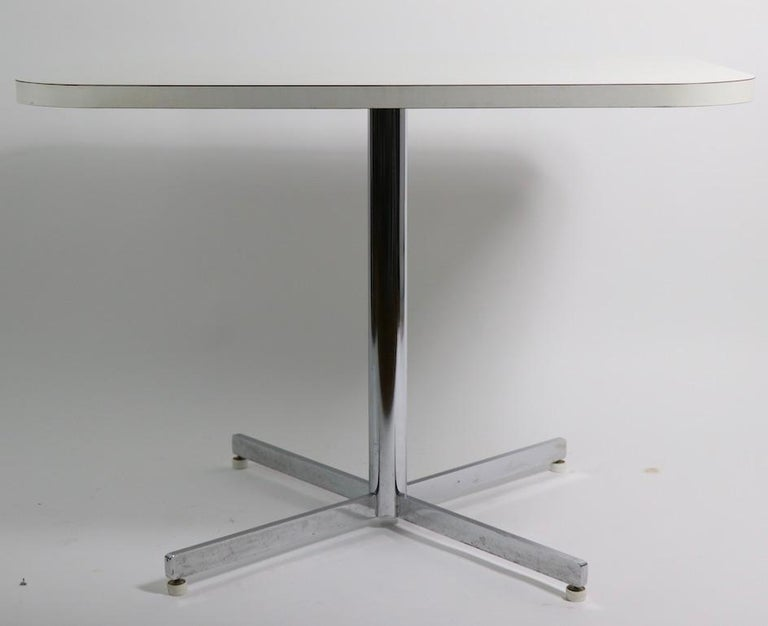 Mid Century Chrome Formica Dining Cafe Kitchen Table Attributed to Chromecraft In Good Condition For Sale In New York, NY