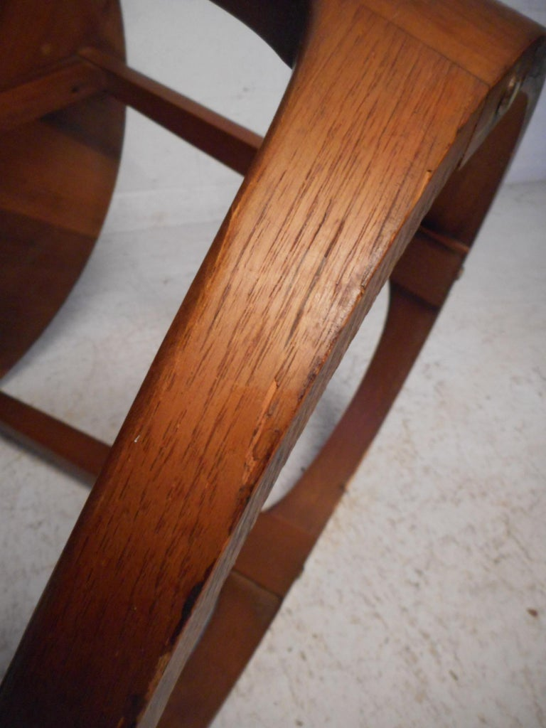 Midcentury Circular Side Table by Lane Furniture For Sale 4