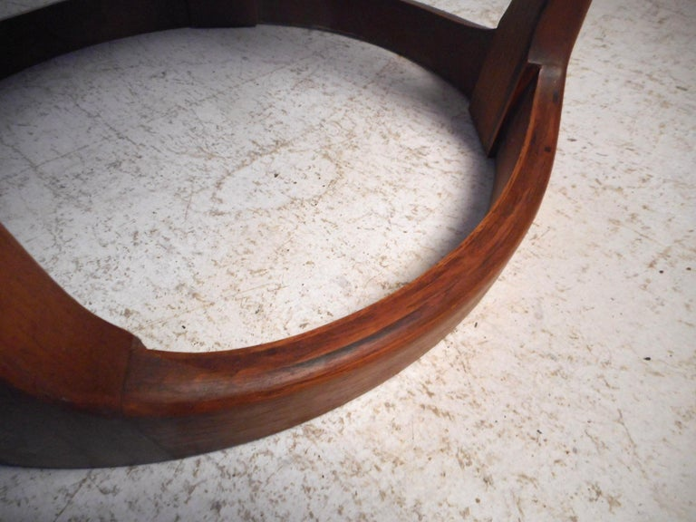 Midcentury Circular Side Table by Lane Furniture In Good Condition For Sale In Brooklyn, NY
