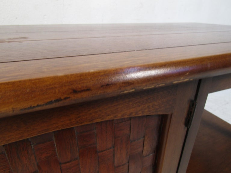 Midcentury Coffee Table by Lane For Sale 4