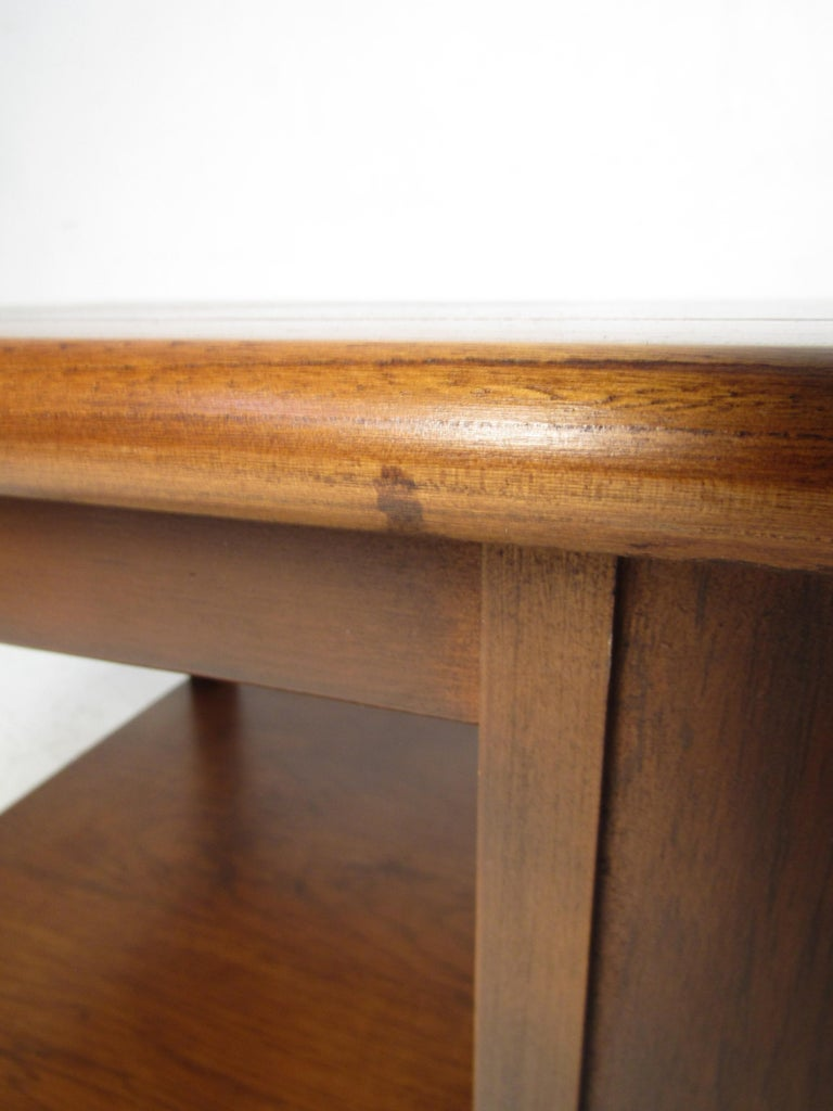 Midcentury Coffee Table by Lane For Sale 5