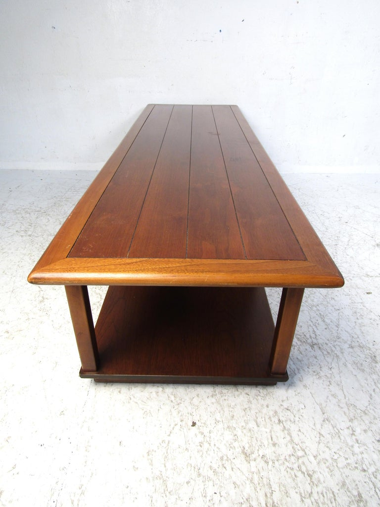 Midcentury Coffee Table by Lane In Good Condition For Sale In Brooklyn, NY