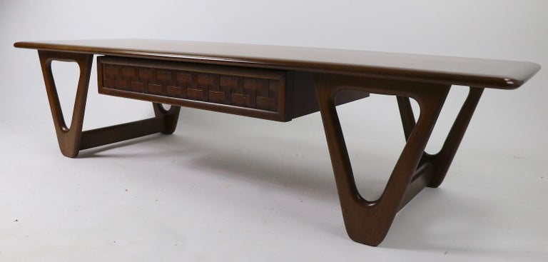 20th Century Mid Century Coffee Table Perception by Lane For Sale