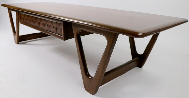 Mid Century Coffee Table Perception by Lane For Sale 1