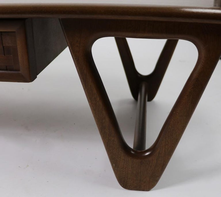 Mid Century Coffee Table Perception by Lane For Sale 2