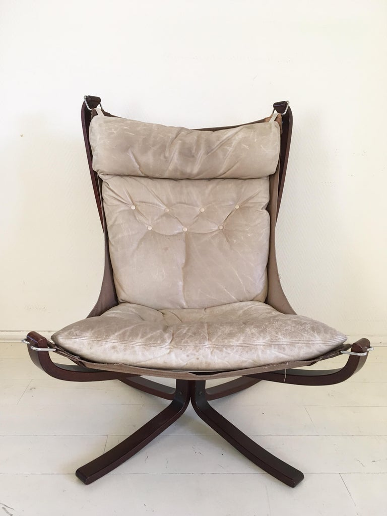 Lounge chair / Sling chair with a creamy white leather seating attached to canvas to a bentwood base. This piece remains in good condition but shows some wear, consistent with age and use (see:images).    Sigurd Resell Norwegian interior and