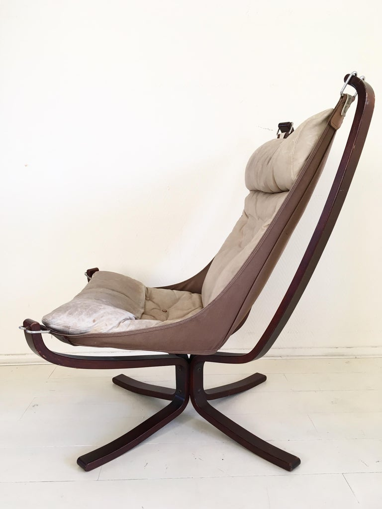 Scandinavian Modern Midcentury, Cream White, Falcon Chair by Sigurd Resell for Vatne Mobler, 1970s For Sale