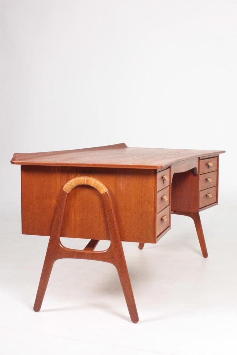 Midcentury Danish Design Desk in Teak by Svend Aage Madsen, 1950s For Sale 4