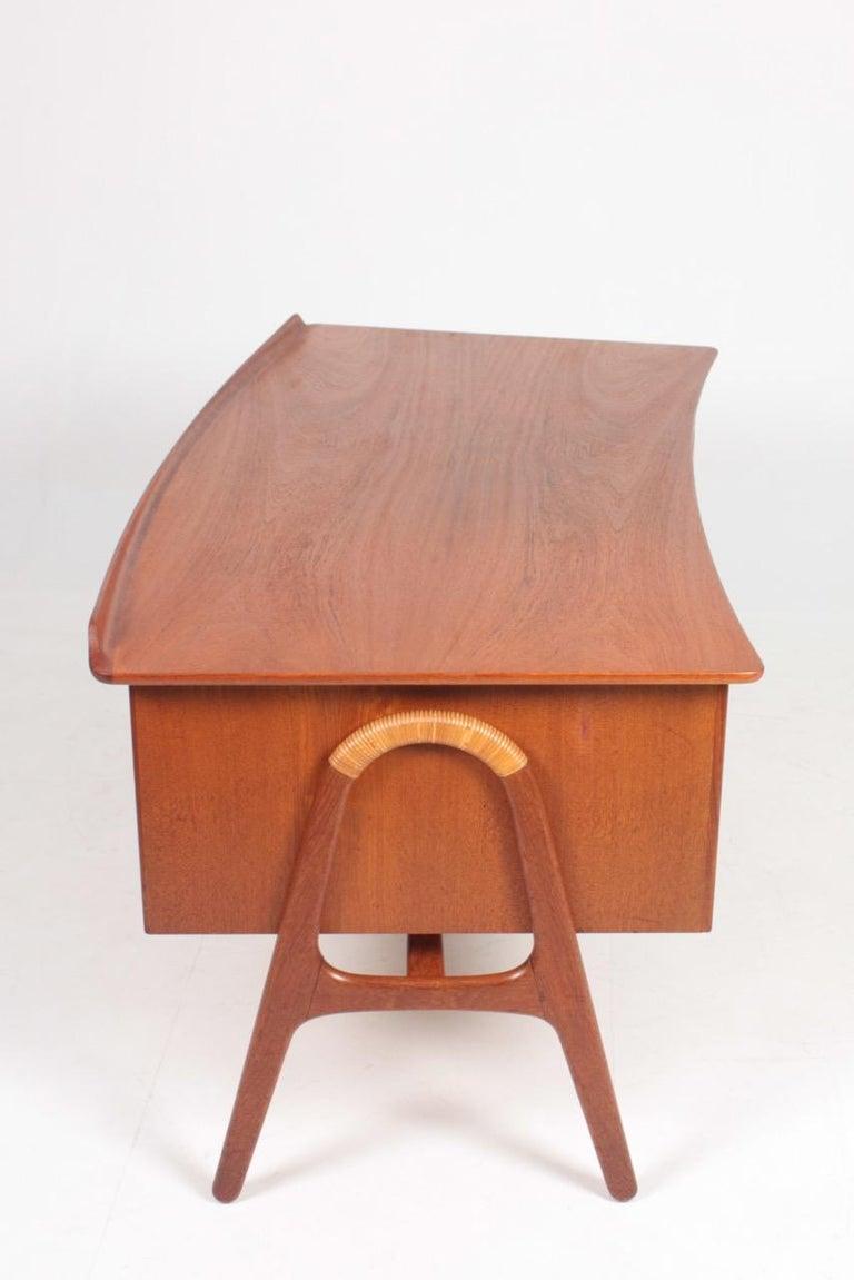 Midcentury Danish Design Desk in Teak by Svend Aage Madsen, 1950s For Sale 5