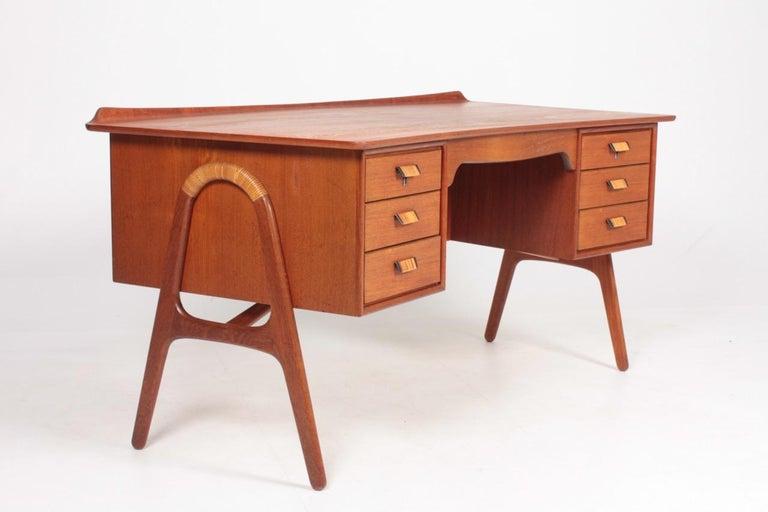 Midcentury Danish Design Desk in Teak by Svend Aage Madsen, 1950s For Sale 1