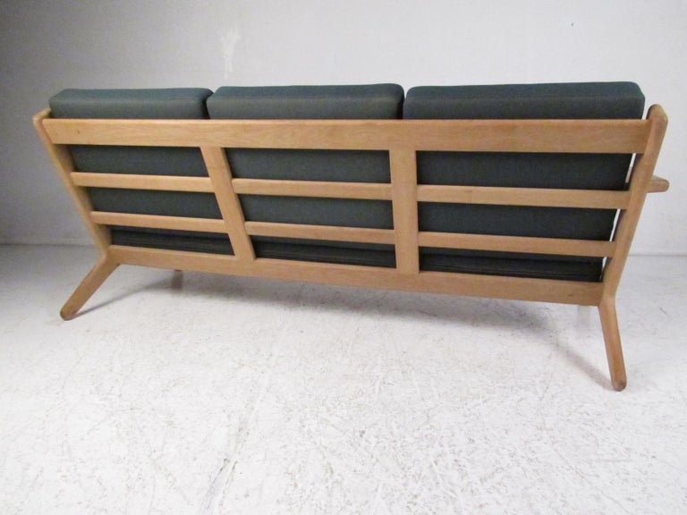 Midcentury Danish GE 290 Sofa by Hans Wegner for GETAMA In Good Condition For Sale In Brooklyn, NY