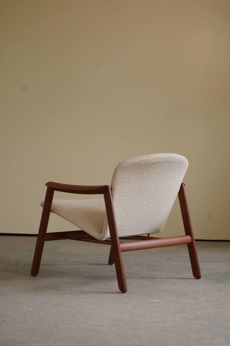 Mid Century Danish Lounge Chair in Teak and Bouclé, Finn Juhl Style, 1960s In Good Condition For Sale In Odense, DK