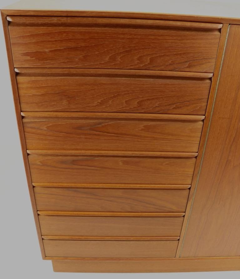 Mid Century  Danish Modern Chifferobe Dresser by Westnofa For Sale 4