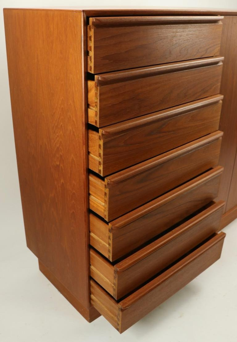 Mid Century  Danish Modern Chifferobe Dresser by Westnofa For Sale 5