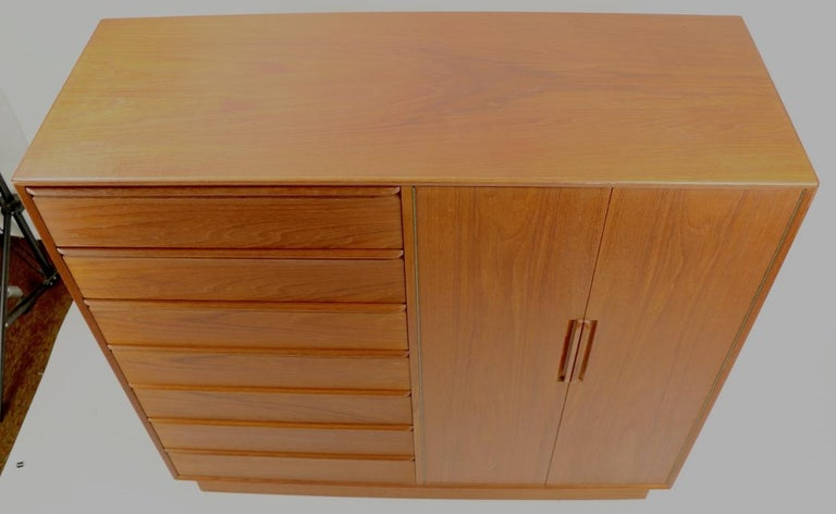 Mid Century  Danish Modern Chifferobe Dresser by Westnofa In Good Condition For Sale In New York, NY