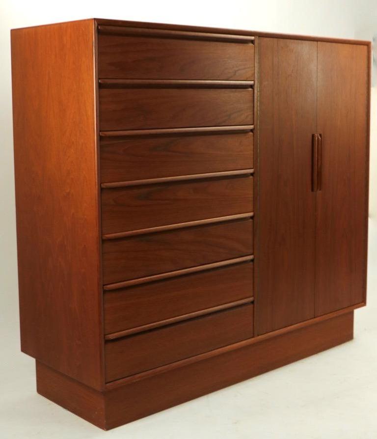 Mid Century  Danish Modern Chifferobe Dresser by Westnofa For Sale 1