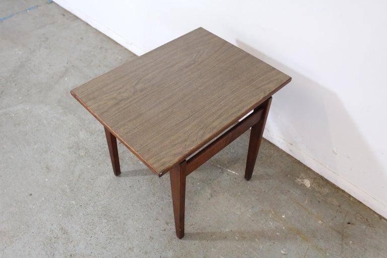 Mid-Century Danish Modern Jens Risom Walnut End/Side Table For Sale 6