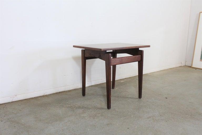 Unknown Mid-Century Danish Modern Jens Risom Walnut End/Side Table For Sale