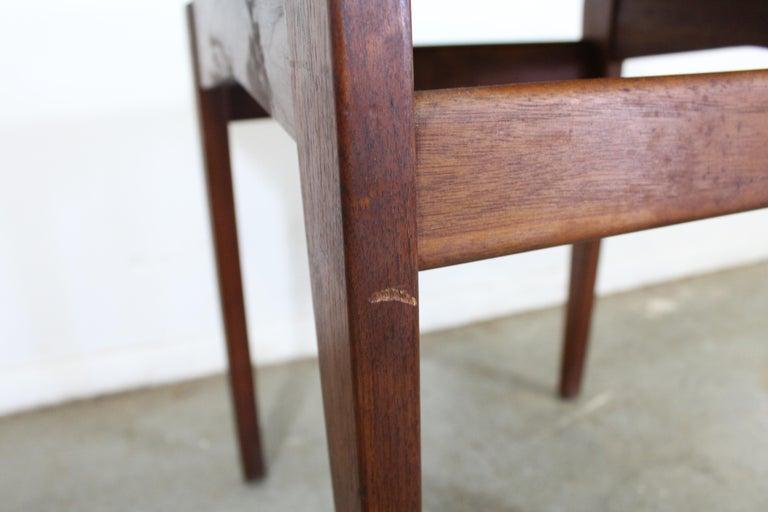 Mid-Century Danish Modern Jens Risom Walnut End/Side Table In Good Condition For Sale In Wilmington, DE
