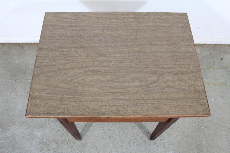 Mid-Century Danish Modern Jens Risom Walnut End/Side Table For Sale 1