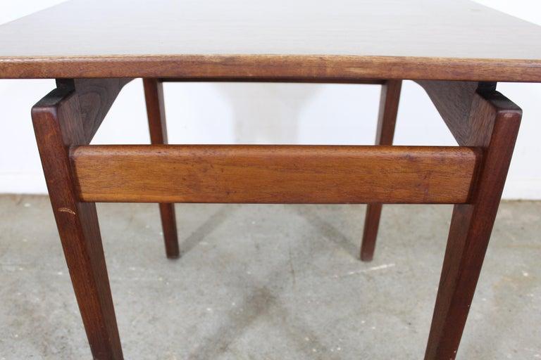 Mid-Century Danish Modern Jens Risom Walnut End/Side Table For Sale 2