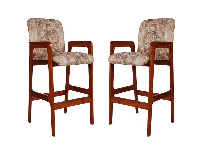 Midcentury Danish Modern Set of 3 Teak Bar or Counter Stools by Benny Linden For Sale 1