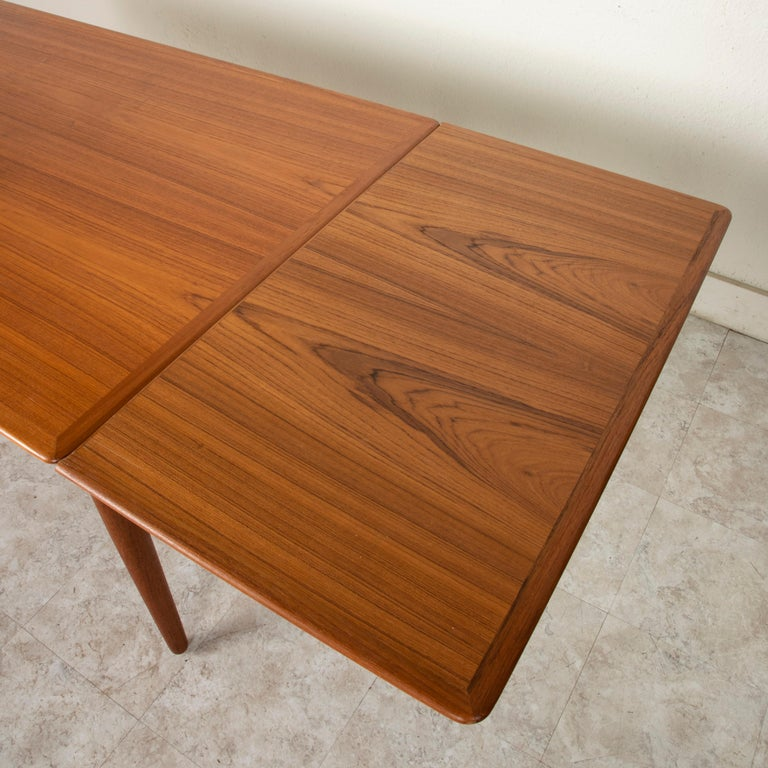 Midcentury Danish Modern Teak Dining Table with Draw Leaves For Sale 5