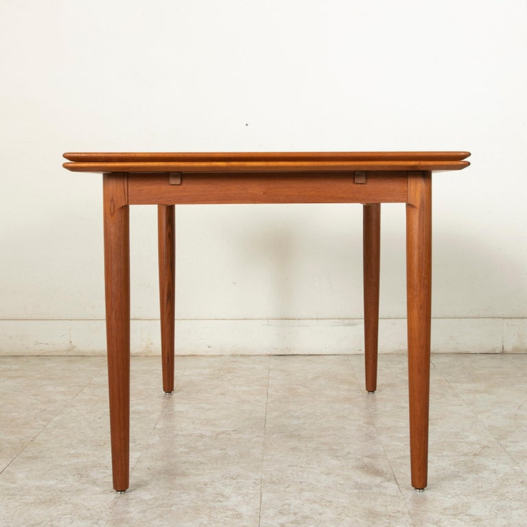 Midcentury Danish Modern Teak Dining Table with Draw Leaves For Sale 1