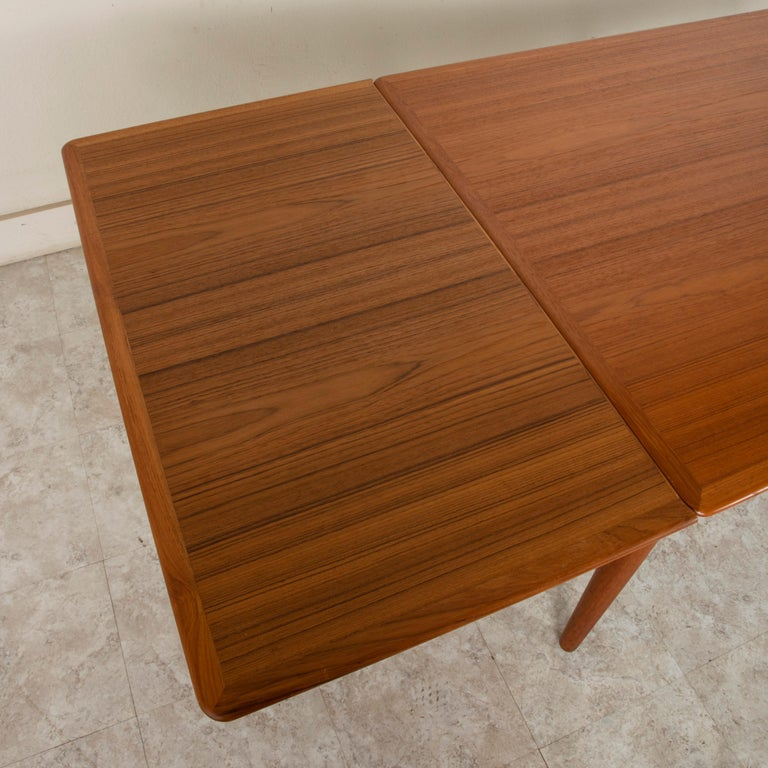 Midcentury Danish Modern Teak Dining Table with Draw Leaves For Sale 4
