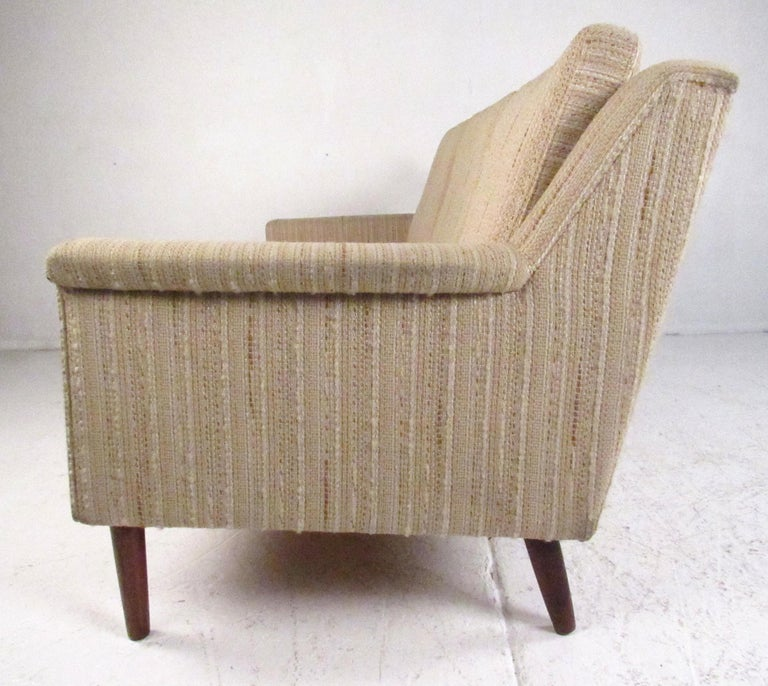 Midcentury Danish Modern Three-Seat Sofa by Dunflex In Good Condition For Sale In Brooklyn, NY