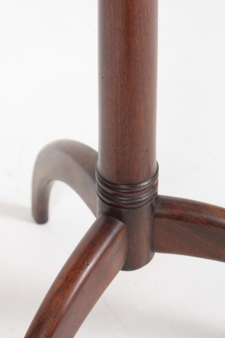 Midcentury Danish Side Table, Solid Mahogany by Cabinetmaker Frits Henningsen In Good Condition For Sale In Lejre, DK