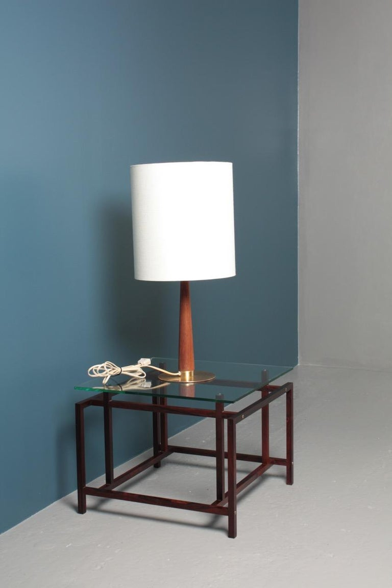 Midcentury Danish Table Lamp in Brass & Teak, 1950s In Good Condition For Sale In Lejre, DK